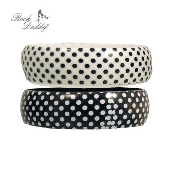 Bracelet in white<br> with black spots<br>and black