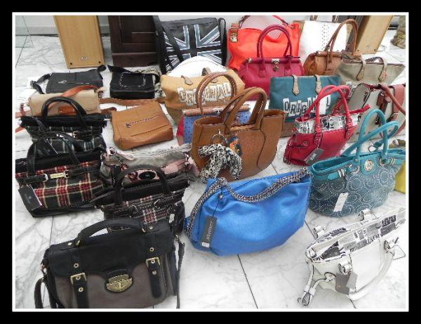 Posten 25 Marken<br>Handtaschen TASCHEN