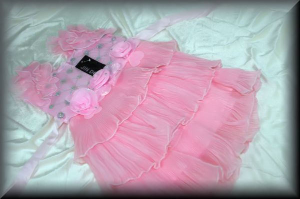 A fine party dress<br> with pink roses<br>great