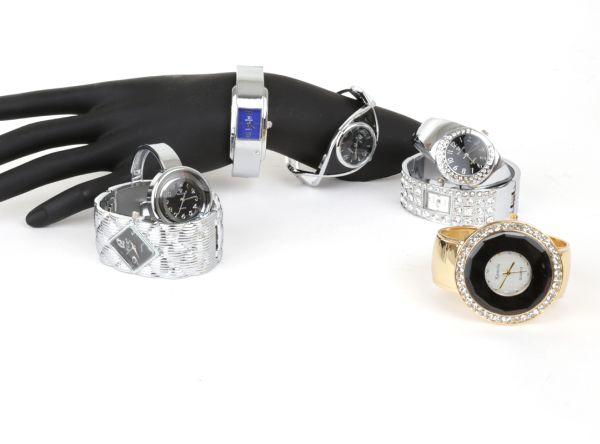Zegarek damski<br> kwarcowy z<br>kryształkami
