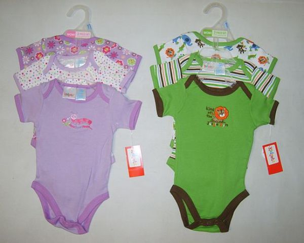 Baby vests in<br> beautiful colors<br>per pack of 3 only
