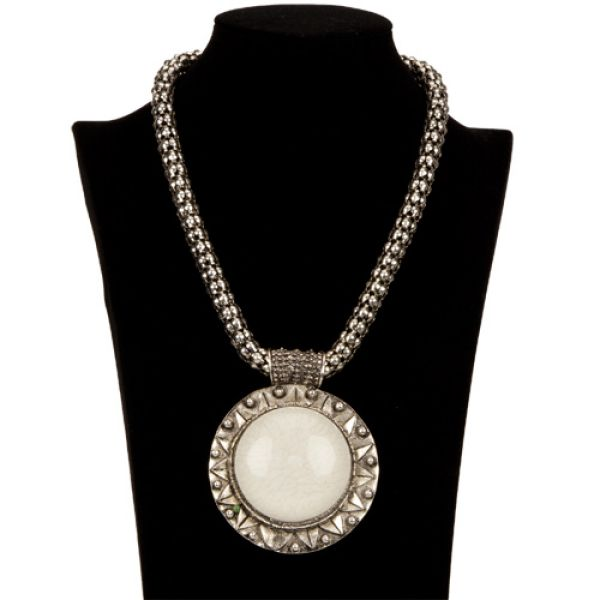Necklace with<br>Pendant, White