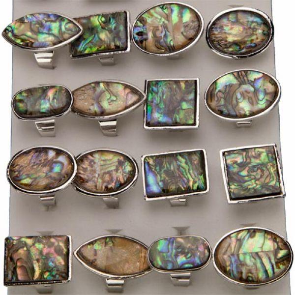 Assortment pearl<br>rings, Brown