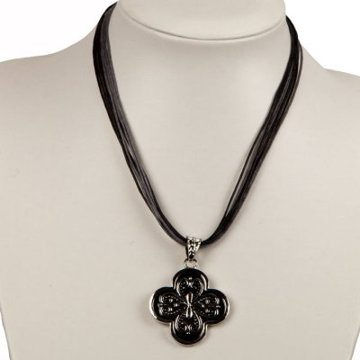 Knight clover<br> necklace, black<br>and silver