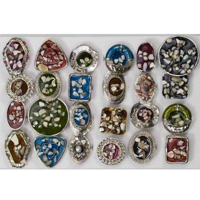 Gamma di anelli<br>smaltati con perla