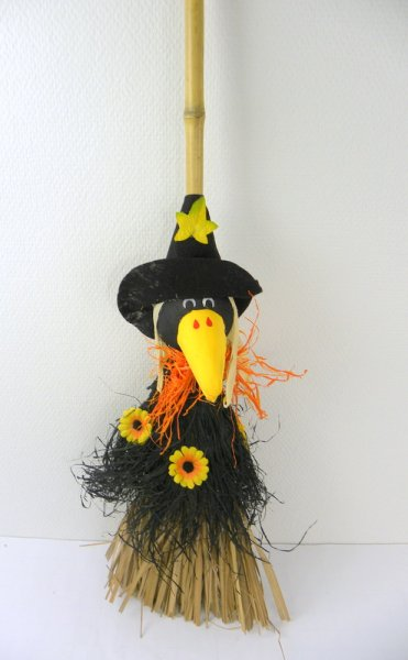 Straw doll on<br>broom L88cm