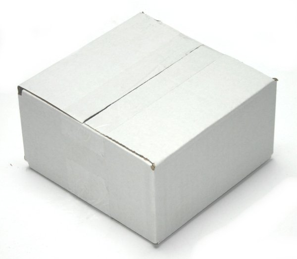 white shipping box<br>153 x 153 x 80 mm