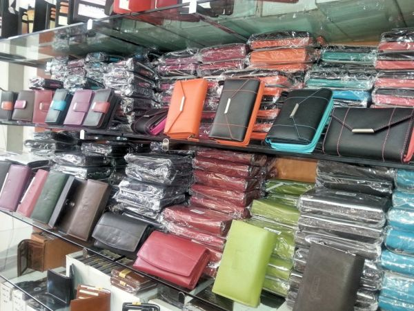 Real leather men<br> and women purses<br>per 6.95 EUR