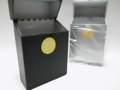 Plastic cigarette box
