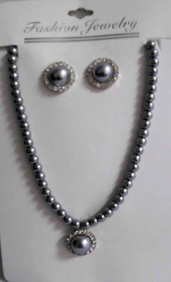 Collane di perle<br>con orecchini