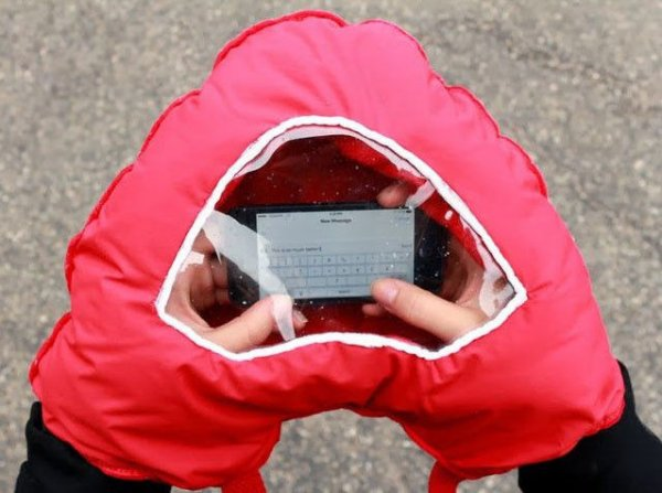 Glove with a<br> window on your<br>smartphone