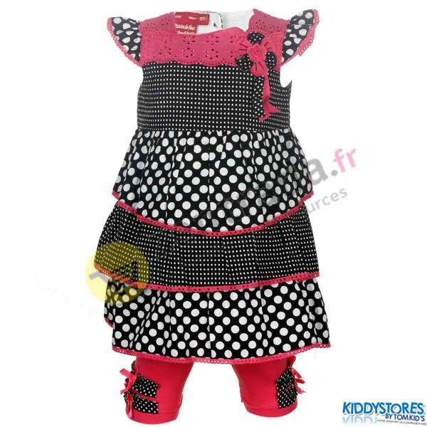 Kleid mit einem<br>Baby-Gamaschen.