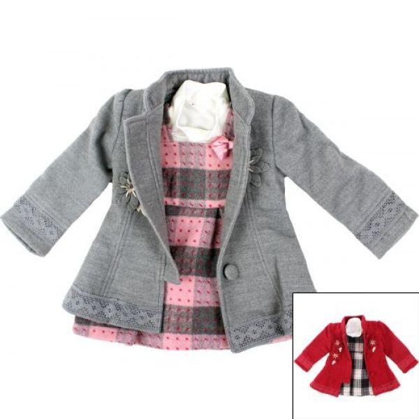 Cappotto con un<br> vestito e un<br>maglione