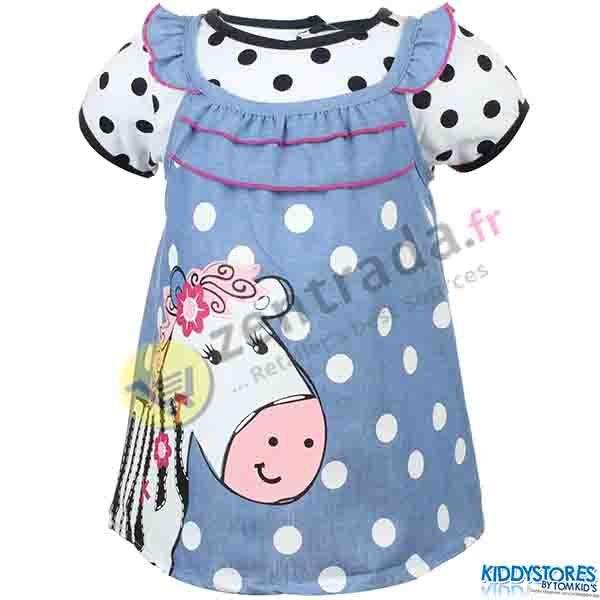 Kleid mit einem<br> Mädchen Baby<br>T-Shirt.