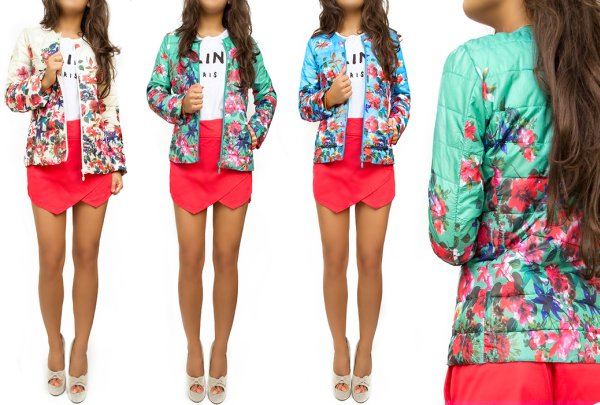 A striking JACKET,<br> HIP PRINT FLOWERS<br>MIX