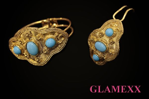 Bangles, costume<br> jewelery in gold<br>blue colors SK-9