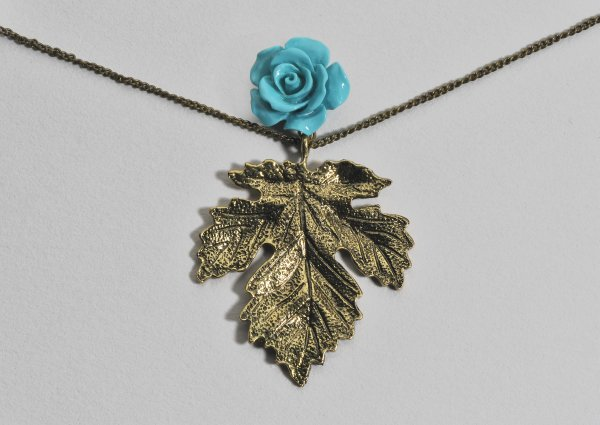 Drei Blätter<br> Halskette -<br>Halsketten Weinlese