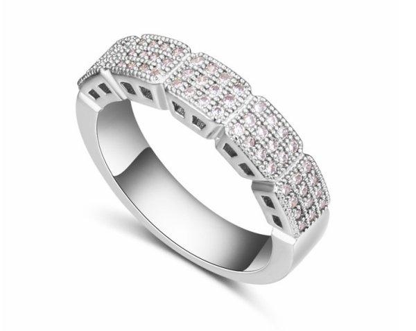 Rhodium überzog<br> Ring montiert<br>Swarovski-Kristallen